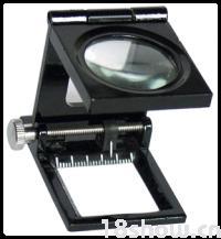 10倍三折式放大镜(金属框、带指针) 广泛应用于:印刷制版业。精密工业。钢铁业。纺织业。电子业。文物鉴定。古玩收藏等